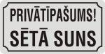 Zīme ar suni PRIVĀTĪPAŠUMS SĒTĀ SUNS - uz balta atstarojoša fona - 115x220mm