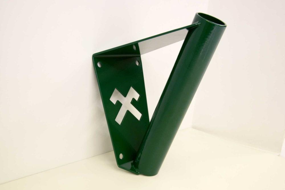 Zaļš karoga masts ar Jumja zīmi
