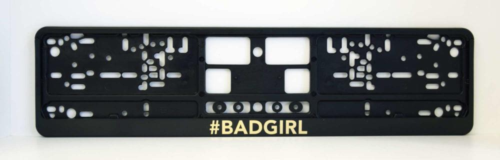 LATSIGN Melns auto numura turētājs ar uzrakstu Bad Girl zelta krāsā