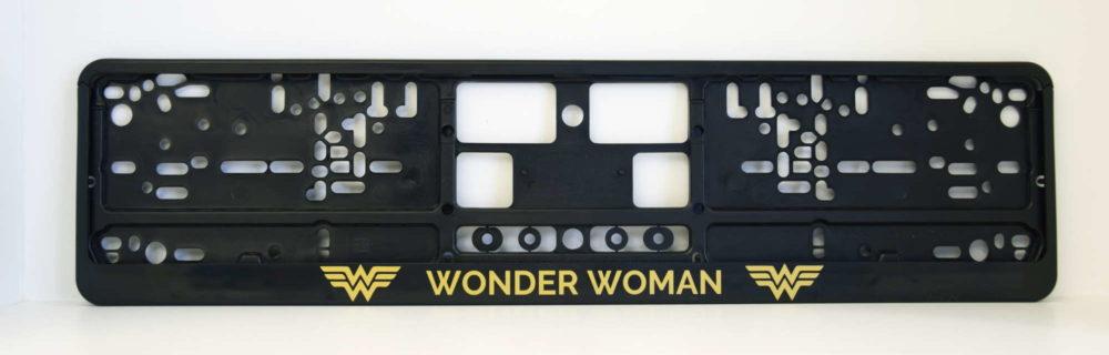 LATSIGN Melns auto numura turētājs ar uzrakstu Wonder Woman zelta krāsā