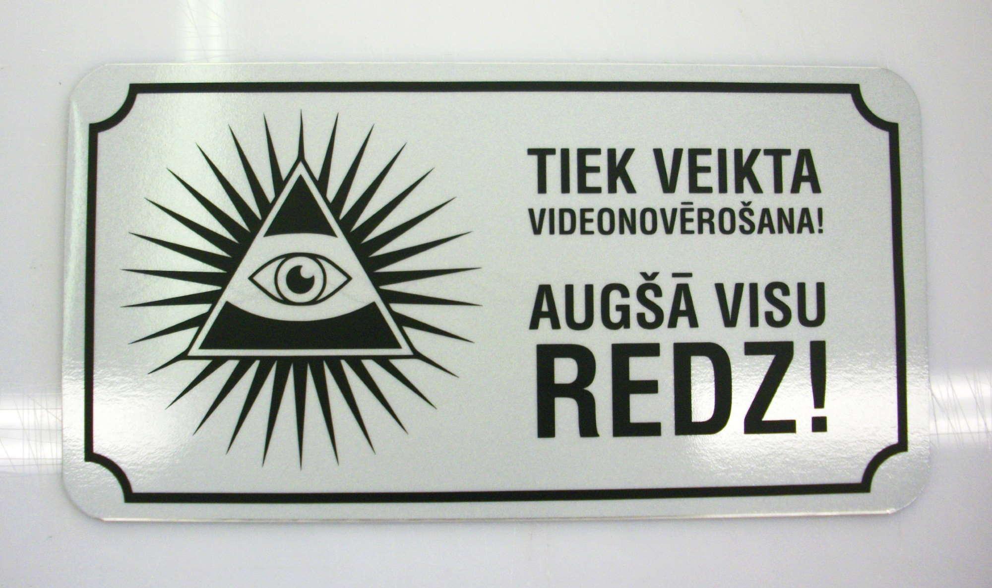 LATSIGN Informatīvā brīdinājuma zīme-Tiek veikta videonovērošana! Augšā visu redz!