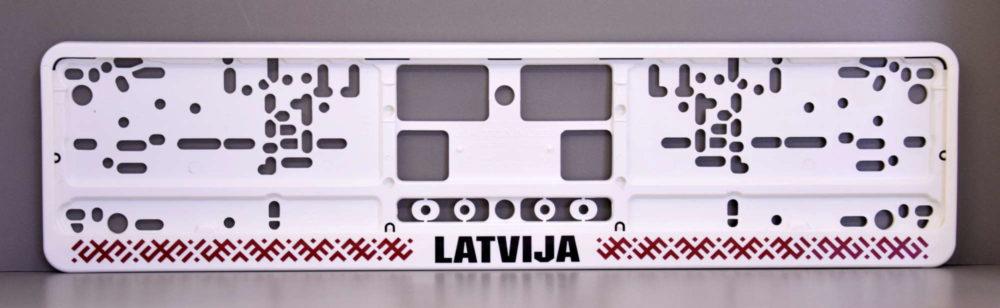 LATSIGN Auto numura turētājs baltā krāsā ar latvju rakstiem sarkanā krāsā un melnu uzrakstu - Latvija