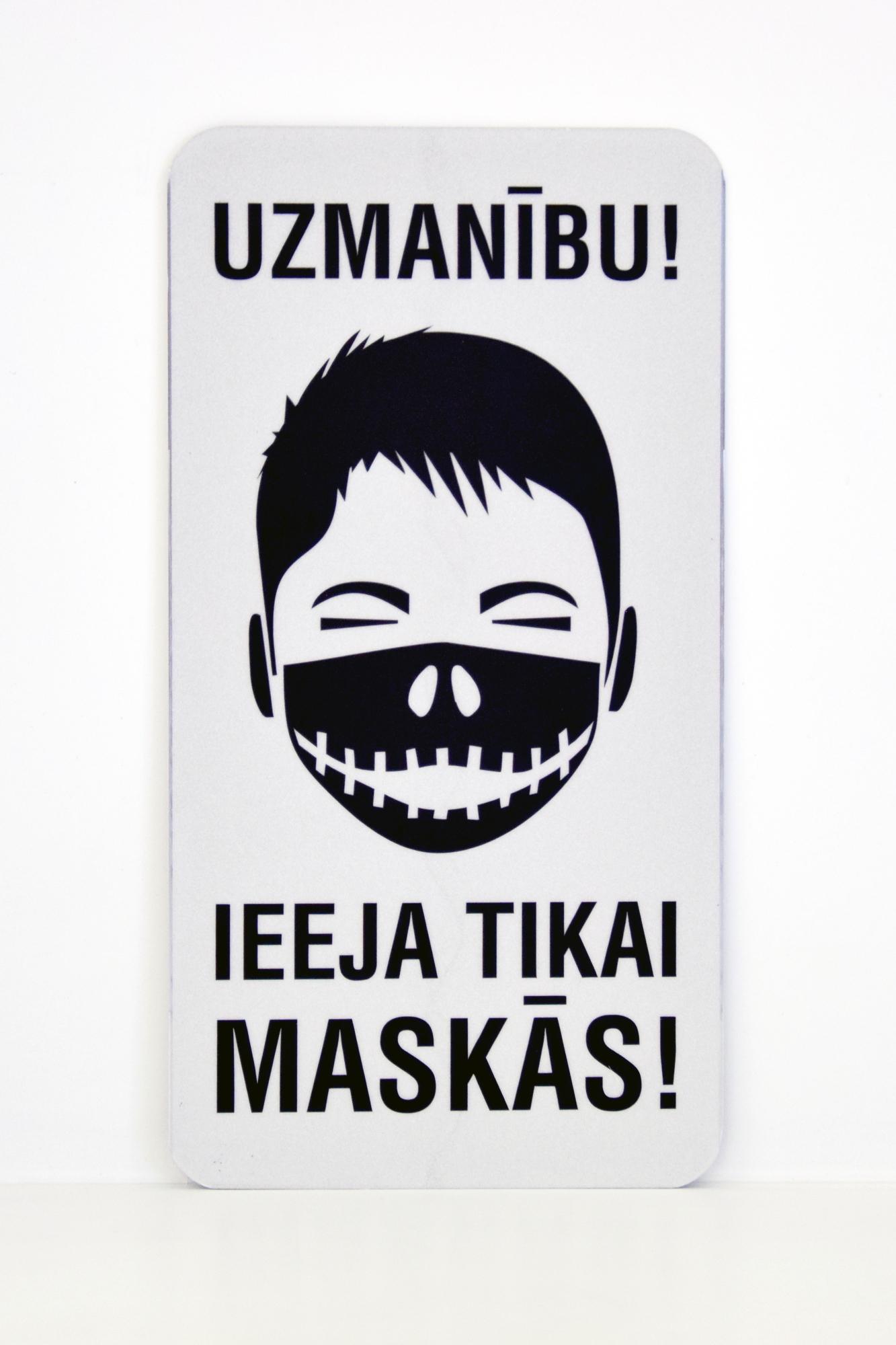 LATSIGN Informatīvā zīme, Helovīna versija - Uzmanību! Ieeja tikai maskās!