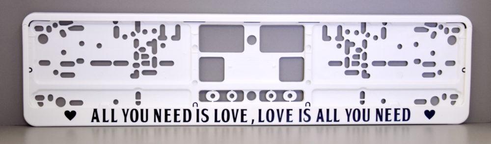 LATSIGN Auto numura turētājs baltā krāsā ar uzrakstu - All you need is love, Love is all you need.